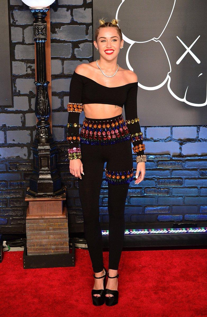 Miley cyrus twerking her ass