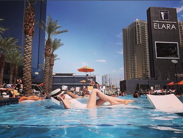 A13: When it's summer in Vegas, it calls for a pool pose! #TWChats  https://t.co/pPvpOJbjEM https://t.co/Rvohuv3tjQ