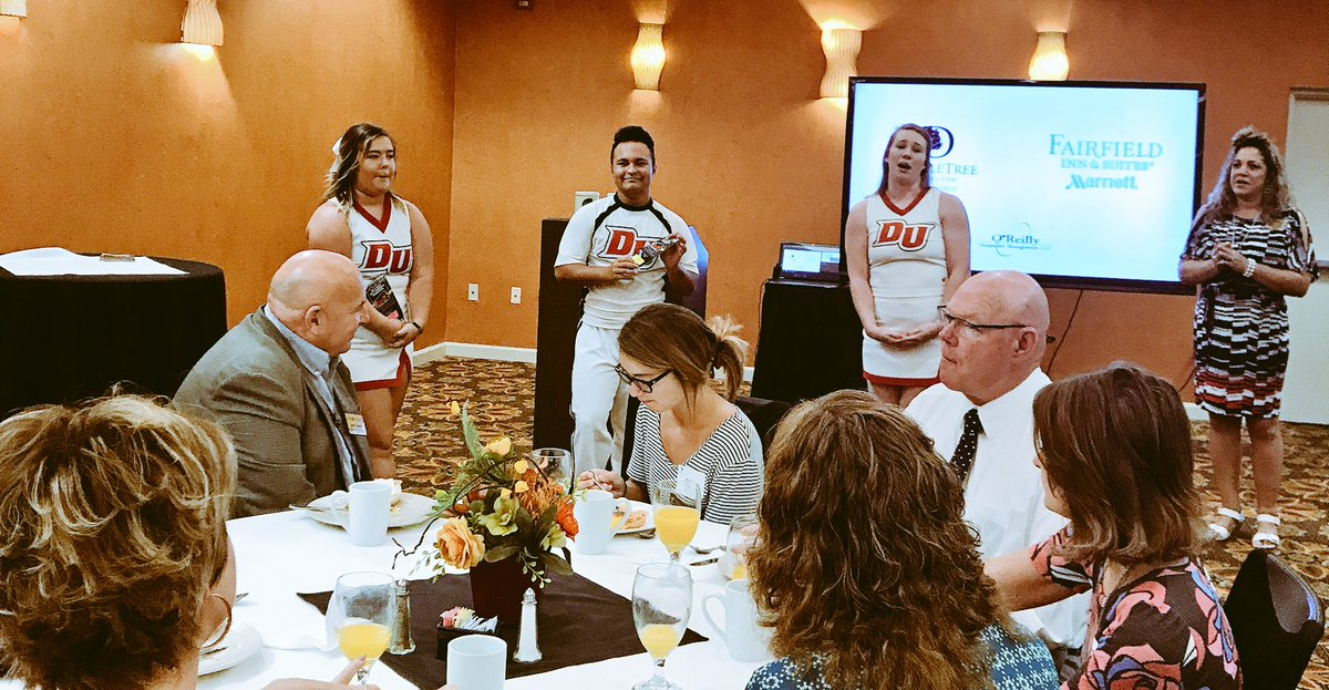 Always nice to start your day with @DruryUCheer getting you motivated. #DruryNetworking @drurypanthers #DU #Drury @doubletree<br>http://pic.twitter.com/enzZkdZbh9