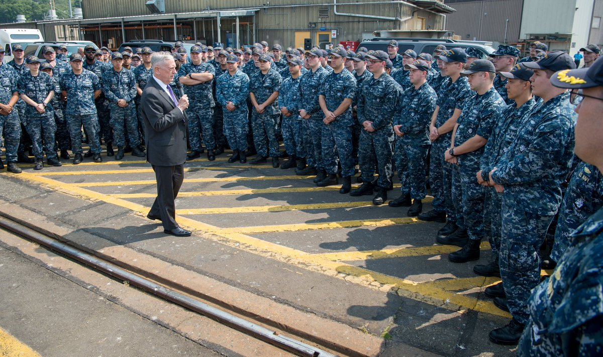 #SecDef Mattis met with leaders of Commander @SUBGRU9 &amp; spoke with the crew of USS Kentucky @NavalBaseKitsap in Bangor, Washington today.<br>http://pic.twitter.com/pKHnFRBAif