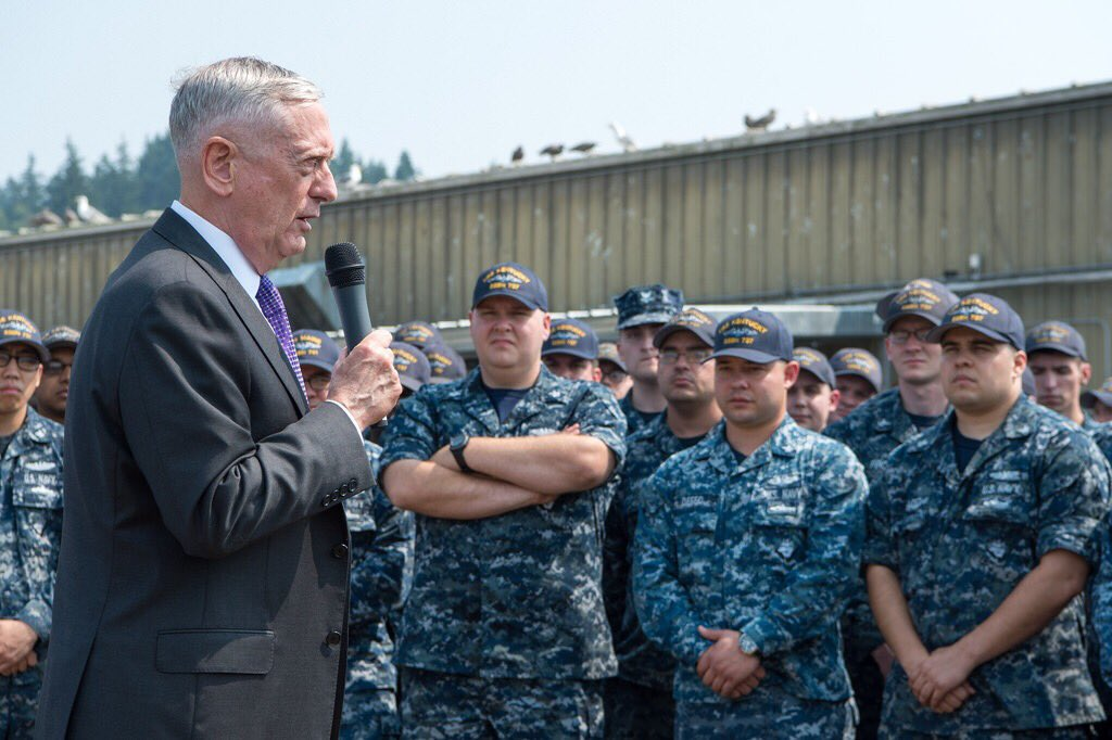 MT @ChiefPentSpox: #SecDef spoke to #USSKentucky crew at Naval Base Kitsap and toured the @USNavy Ohio-class ballistic missile submarine<br>http://pic.twitter.com/vgxd9I0z7O