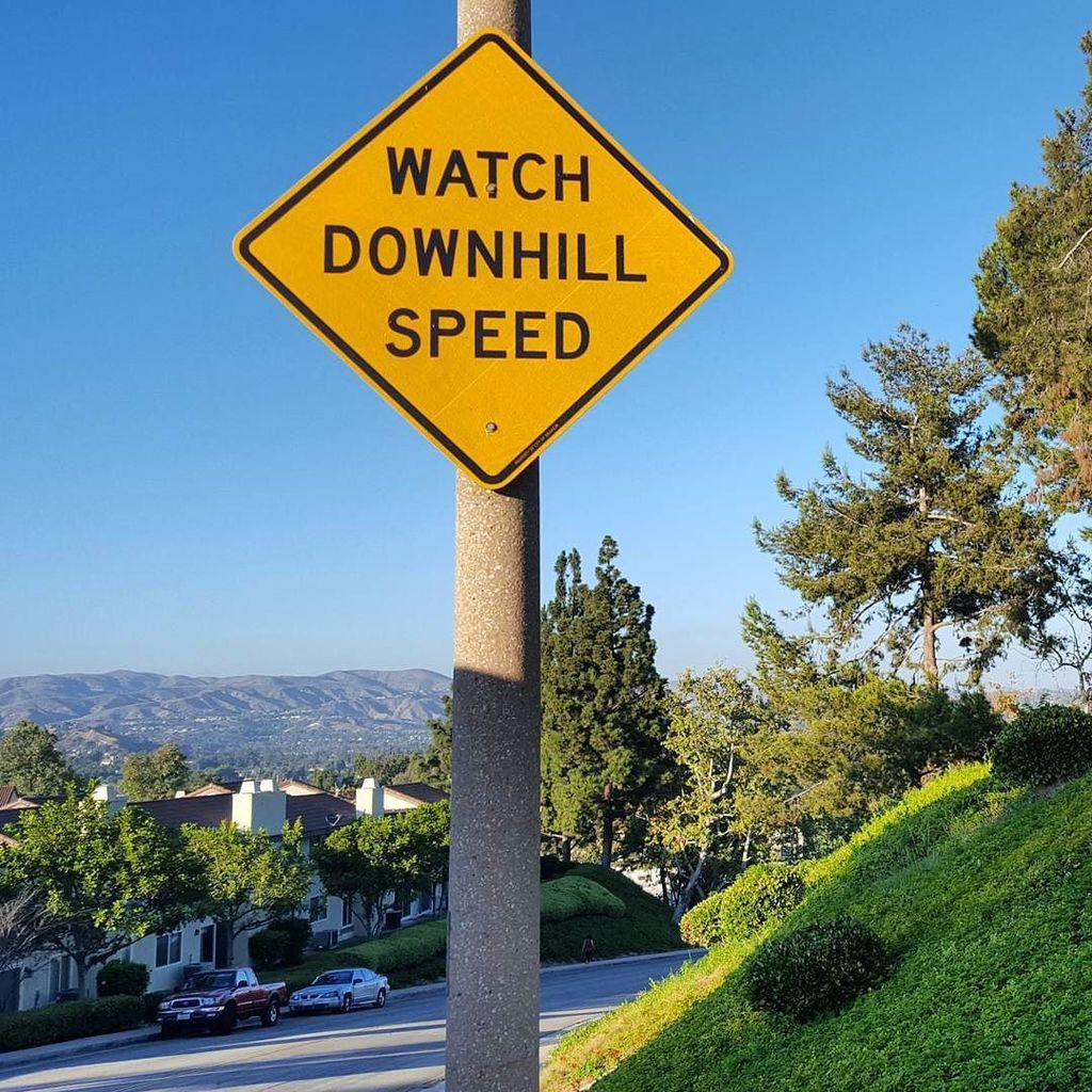 Signs seen while #walking &quot;WATCH DOWNHILL SPEED&quot;. I&#39;m trying!  #doingmybest #notmeantforme  http:// ift.tt/2ur84ho  &nbsp;  <br>http://pic.twitter.com/cp7mdUbeKd