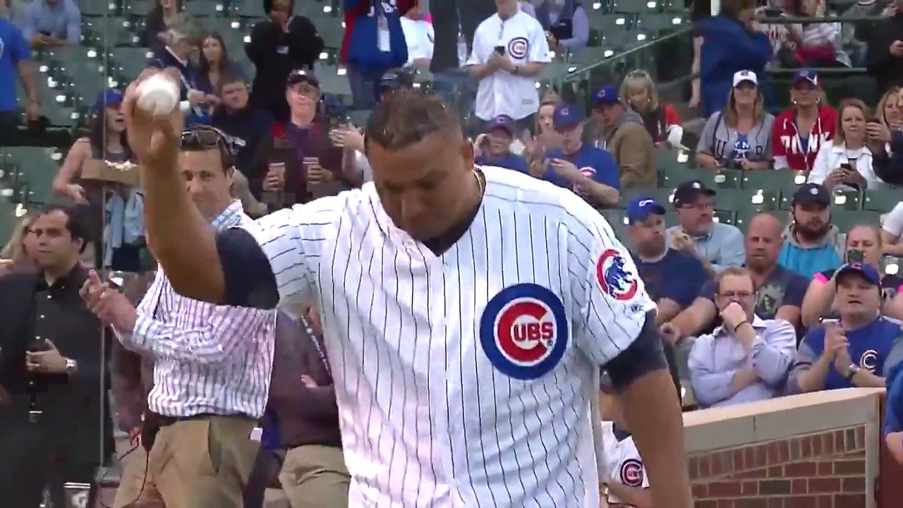 Big Z, back at the Friendly Confines. https://t.co/z5nP3fjYzH