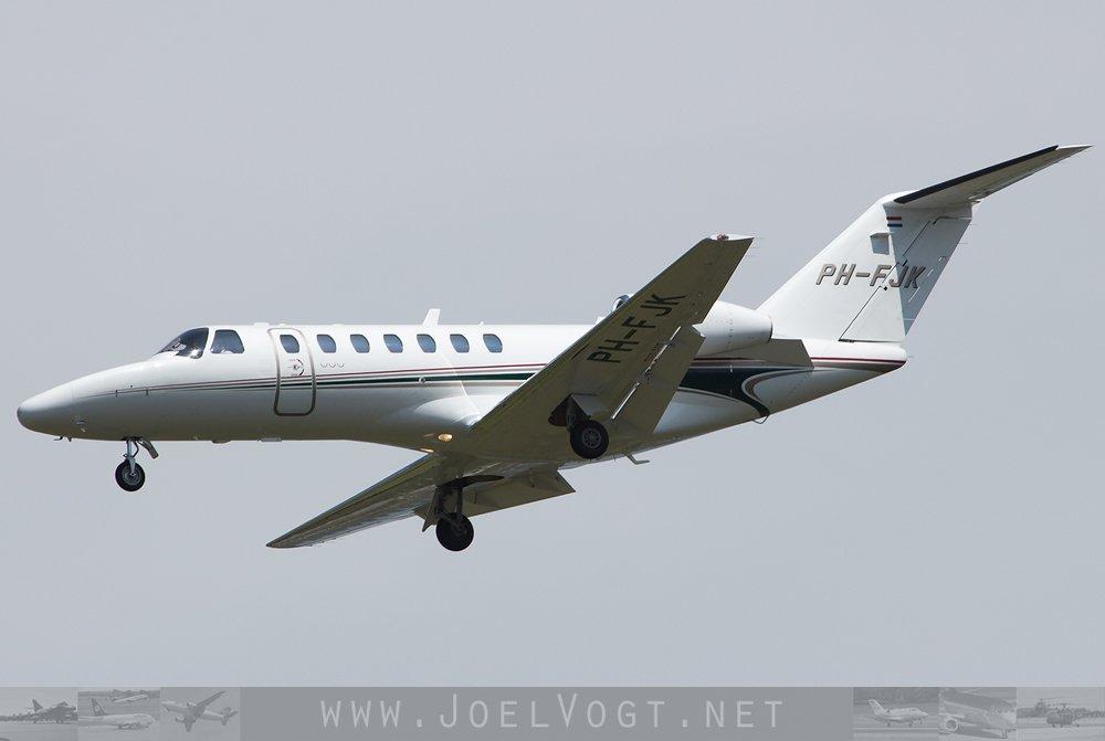 A #Dutch @cessna #Citationjet arriving at @BaselAirport    http://www. joelvogt.net/aviation/spott erbrowser/imgview.php?id=15848 &nbsp; …   #avgeek #aviation #ArtBasel #Basel #BSLmovements #bizav<br>http://pic.twitter.com/Mgr0HEQIUw