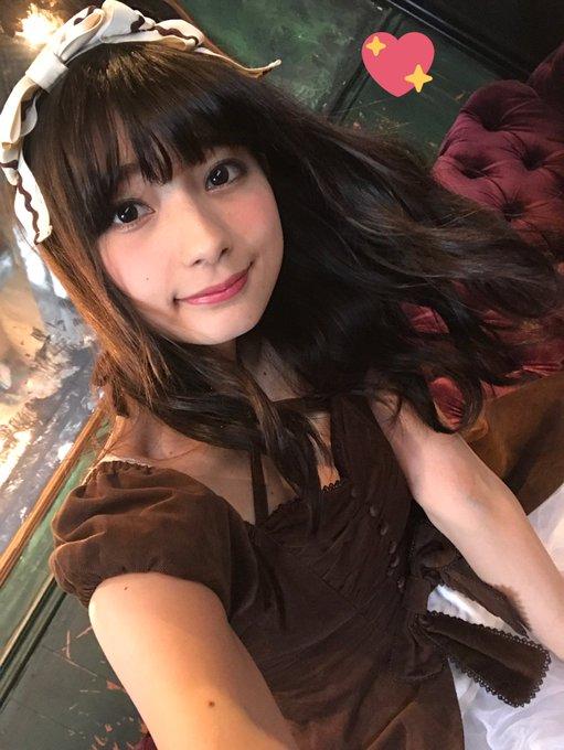 高野麻里佳さんのインナー姿