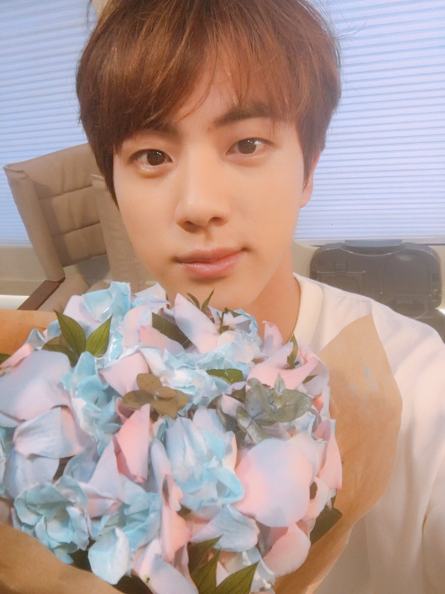 Smeraldo debunked? BTS sends fans on wild-goose chase https://t.co/1Ag3GItOUV #BTS #방탄소년단 #방탄소년단진 #Jin #smeraldo
