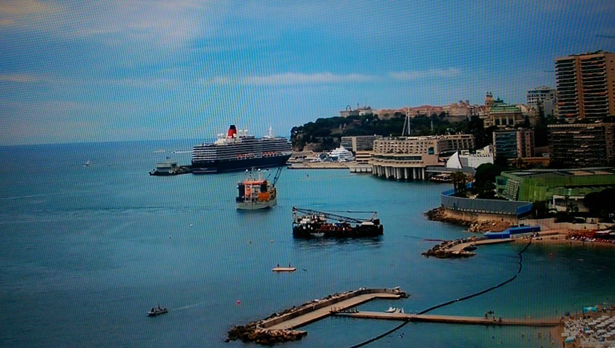#Queenvictoria is dock in #montecarlo today. The weather looks nice there. @cunard_critic @VanessaSmith365 @Cruise_sisters<br>http://pic.twitter.com/d3QAk8u4Jo