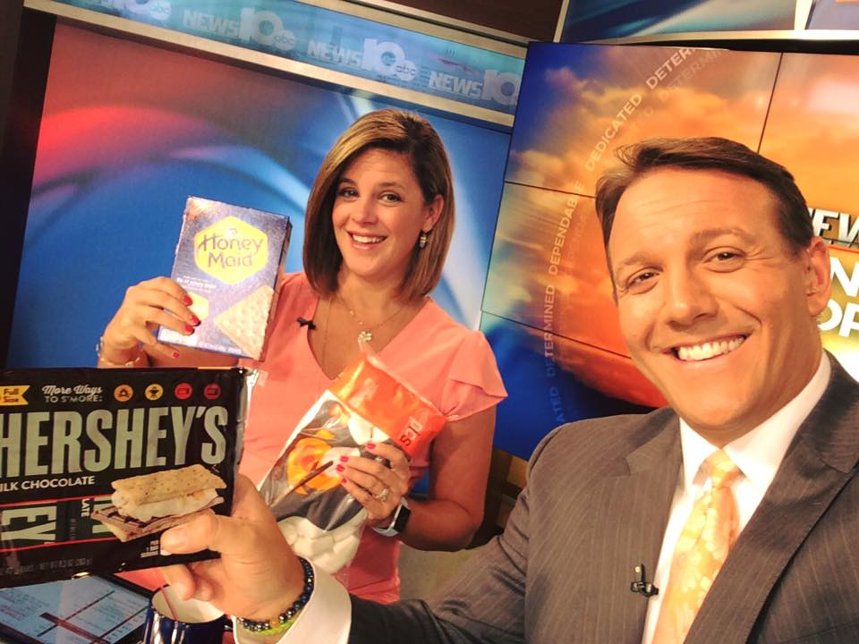 Good morning #earlyrisers! Happy #NationalSmoresDay! We&#39;re roastin&#39; in the studio. #WakeUpWith10  <br>http://pic.twitter.com/cz8NdveC3N