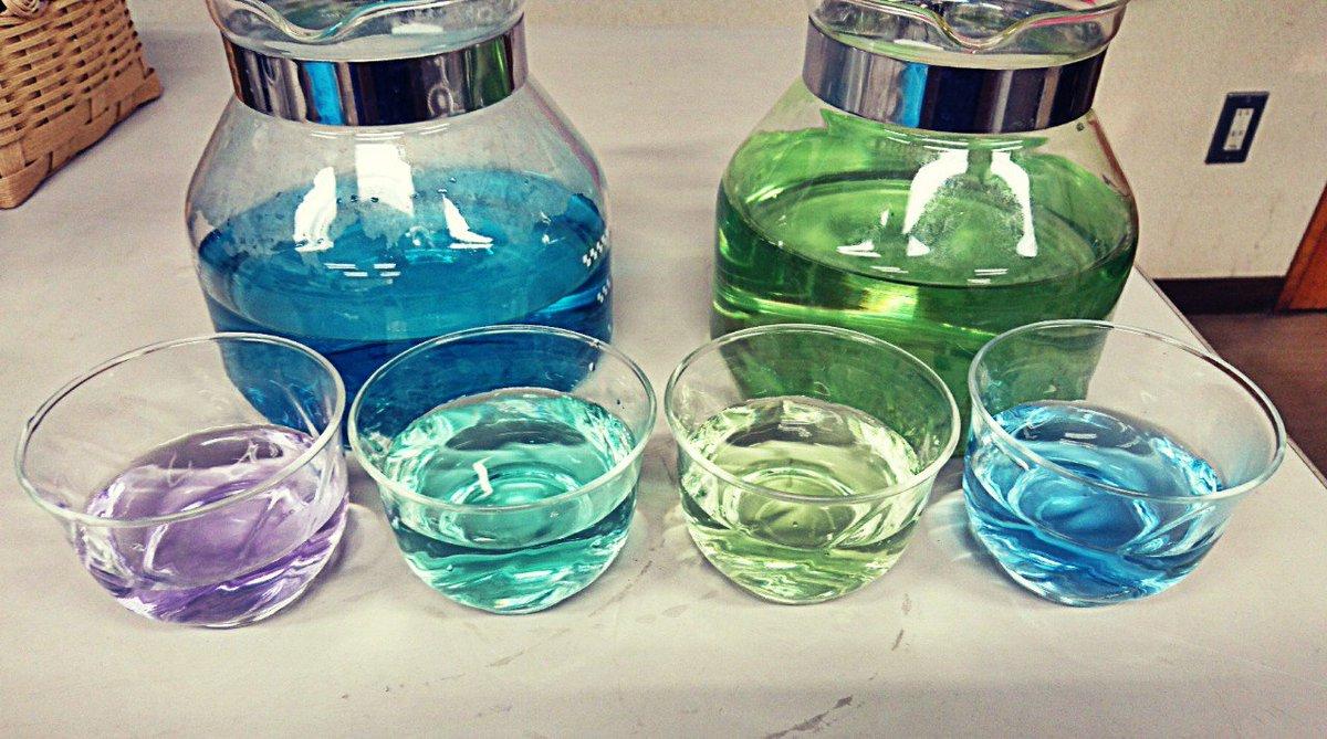 職場で実験的に淹れたハーブティー。 チョウマメの花の色味を見たくて作ったら、いろいろ回復しそうな色に…