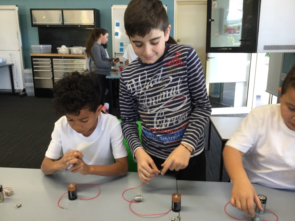 Cheryl Romer On Twitter Kids Teaching To Make An Electrical Circuit Turn A Bulb Start Small Motor See Natalie Hilltoproadps