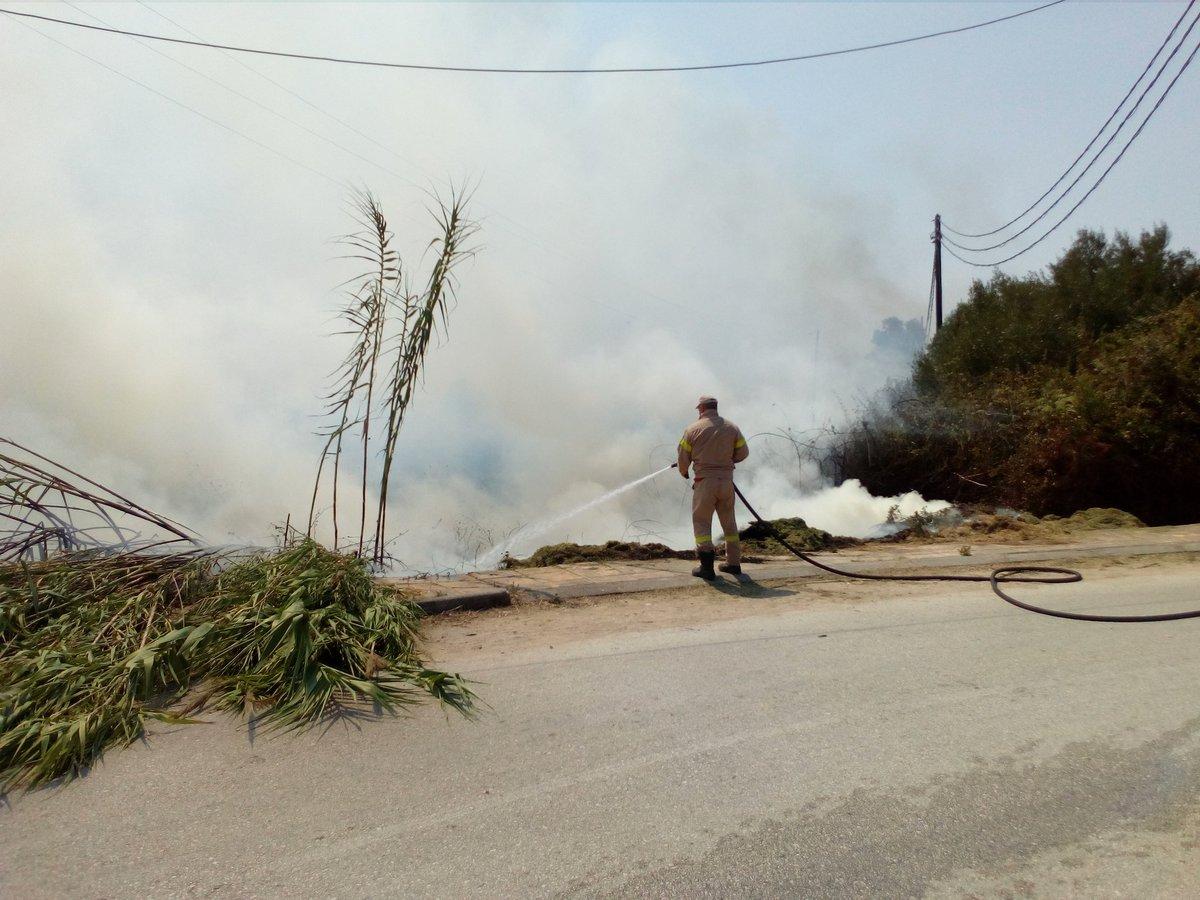 ΕΚΤΑΚΤΟ: Μεγάλη πυρκαγιά στην Πρέβεζα - Κάηκε αποθήκη & θερμοκήπια - Τέθηκε υπό έλεγχο