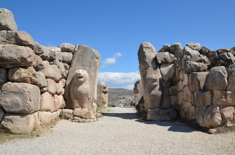The #Lion Gate at Hattusa, the capital of the Hittite Empire. (13th century BCE.)  http://www. ancient.eu/image/4892/  &nbsp;   #WorldLionDay<br>http://pic.twitter.com/oRTuc4jqYT