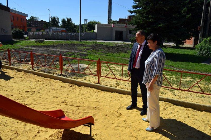 Николай Терехов осмотрел детскую площадку