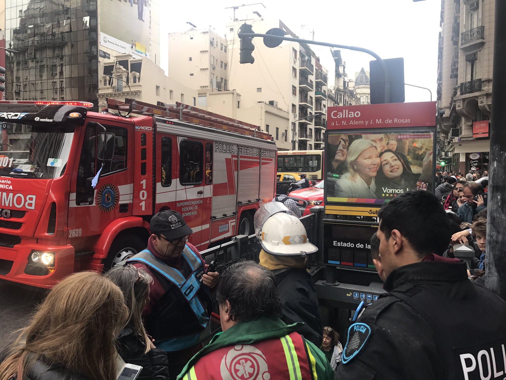 Evacuan a pasajeros de la línea B en estación Callao por desperfecto técnico. No hay heridos @telefenoticias @Metrovias https://t.co/qPKPCISZxP
