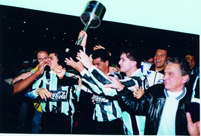 Há 23 anos conquistávamos o bicampeonato da Copa do Brasil, invictos, batendo o Ceará por 1x0, com gol de Nildo! https://t.co/IUKCfgZVzf