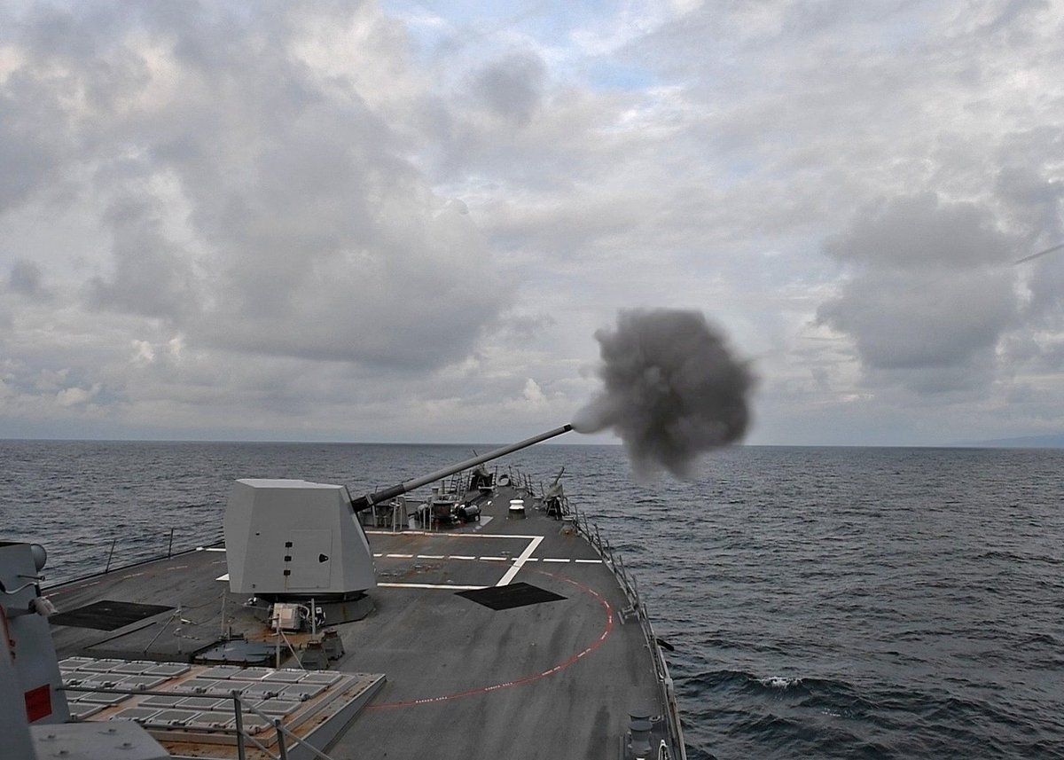 #USSTruxtun fires its Mark 45 during an exercise with the U.K. to demonstrate interoperability & ability to respond to crises. #SaxonWarrior