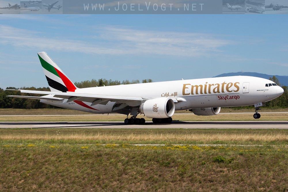 An @emirates #freighter #B777 at @BaselAirport    http://www. joelvogt.net/aviation/spott erbrowser/imgview.php?id=15836 &nbsp; …   #avgeek #aviation #Cargo #BSLmovements #Basel #BSL #touchdown<br>http://pic.twitter.com/rSN6Q68ZHi