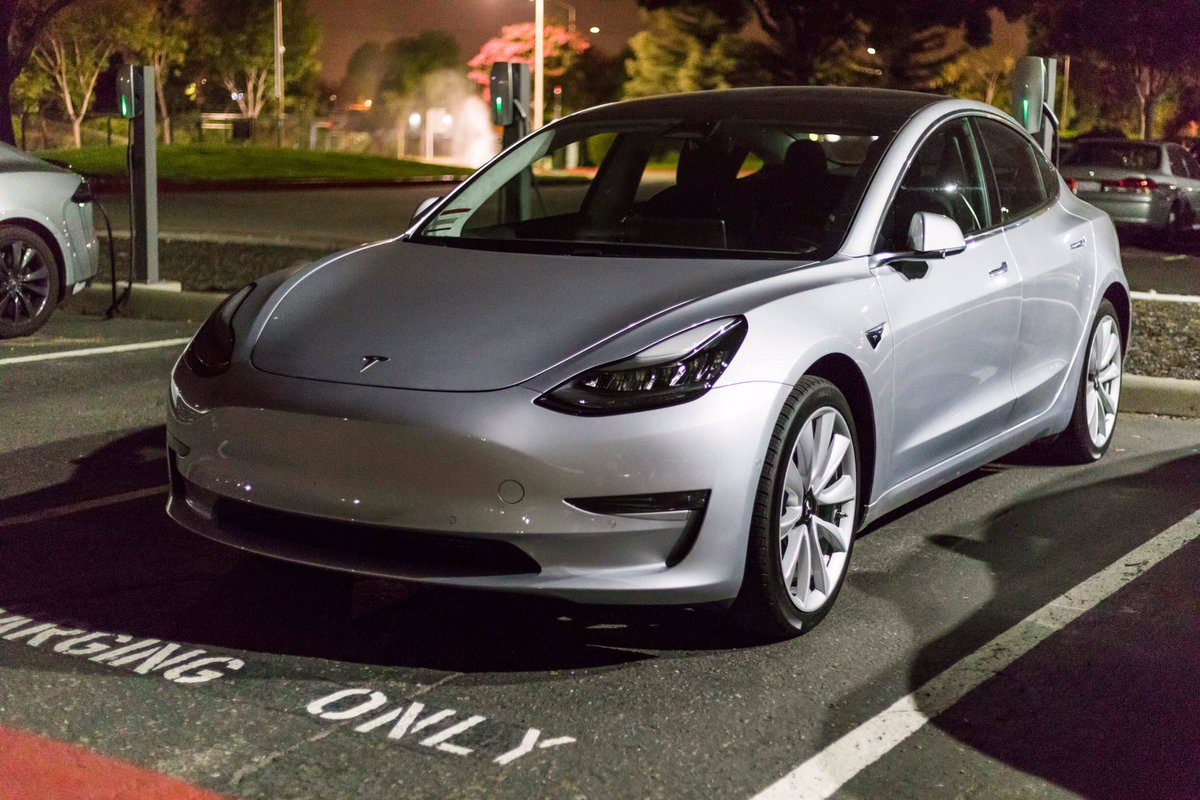 theteslalife on twitter this time a silver tesla model3. Black Bedroom Furniture Sets. Home Design Ideas