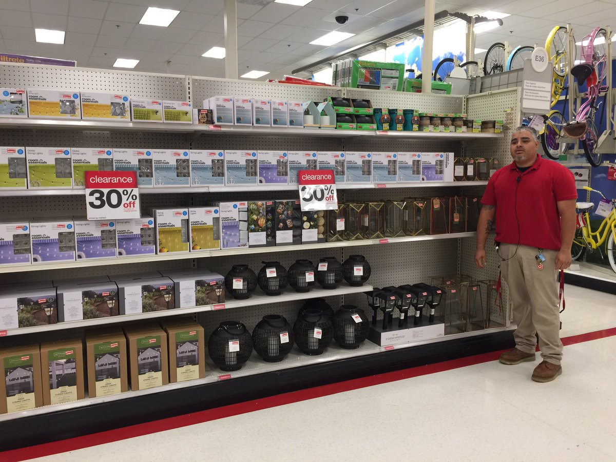 TL @AndreRochelle1 purging the backroom of clearance with style !! #worksomewhereyou #drivingsales @Ricky_Fair_TGT<br>http://pic.twitter.com/XNgyzJUmPm