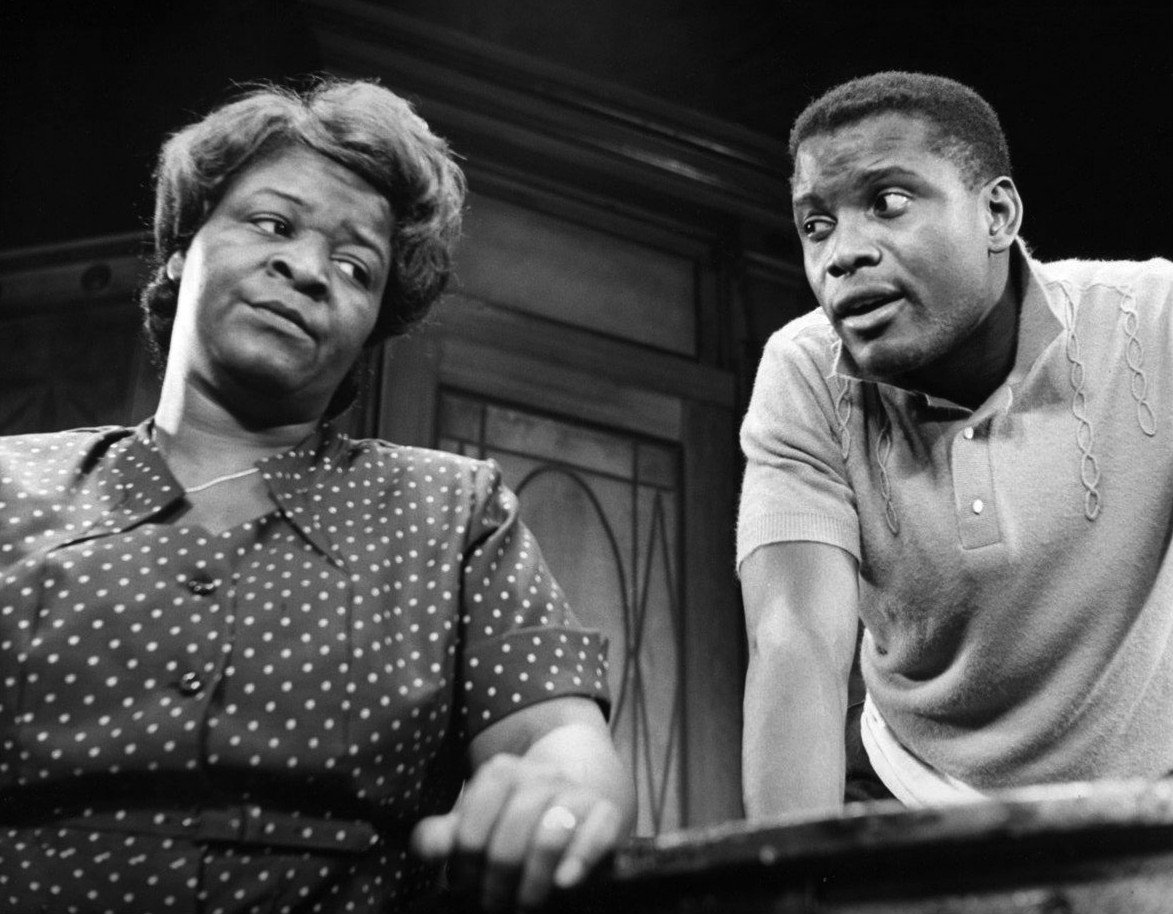 a raisin in the sun lena younger mama Lena mama younger (greta oglesby, left) wants to help her son walter lee (jerod haynes), who is dreaming of a better life photo by lara goetsch beneatha younger.