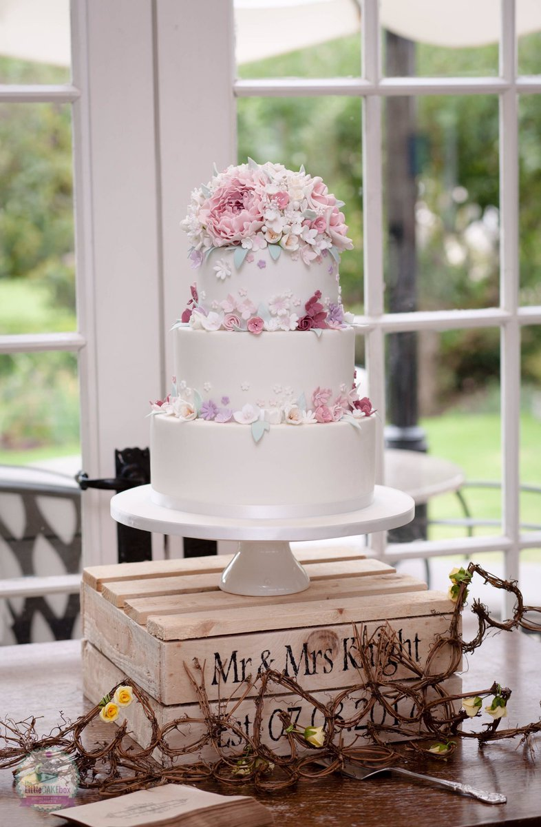 The Little Cake Box On Twitter Congratulations To Vicky And Ian On