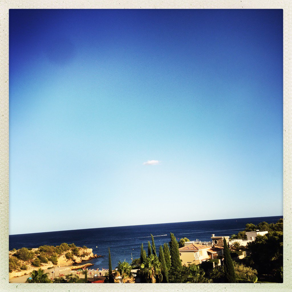 A room with a view ... #espagne #soleil #mer #bluesky<br>http://pic.twitter.com/jpJPrbQgzZ