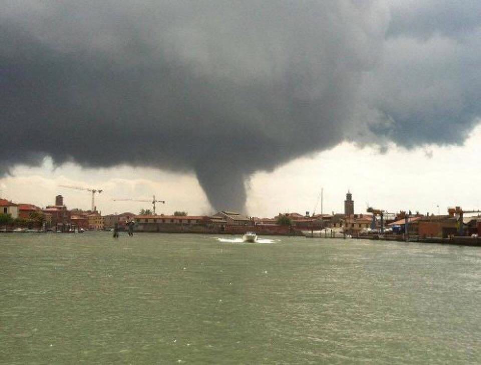 Maltempo: Tromba d'aria nel Veneziano provoca 3 feriti