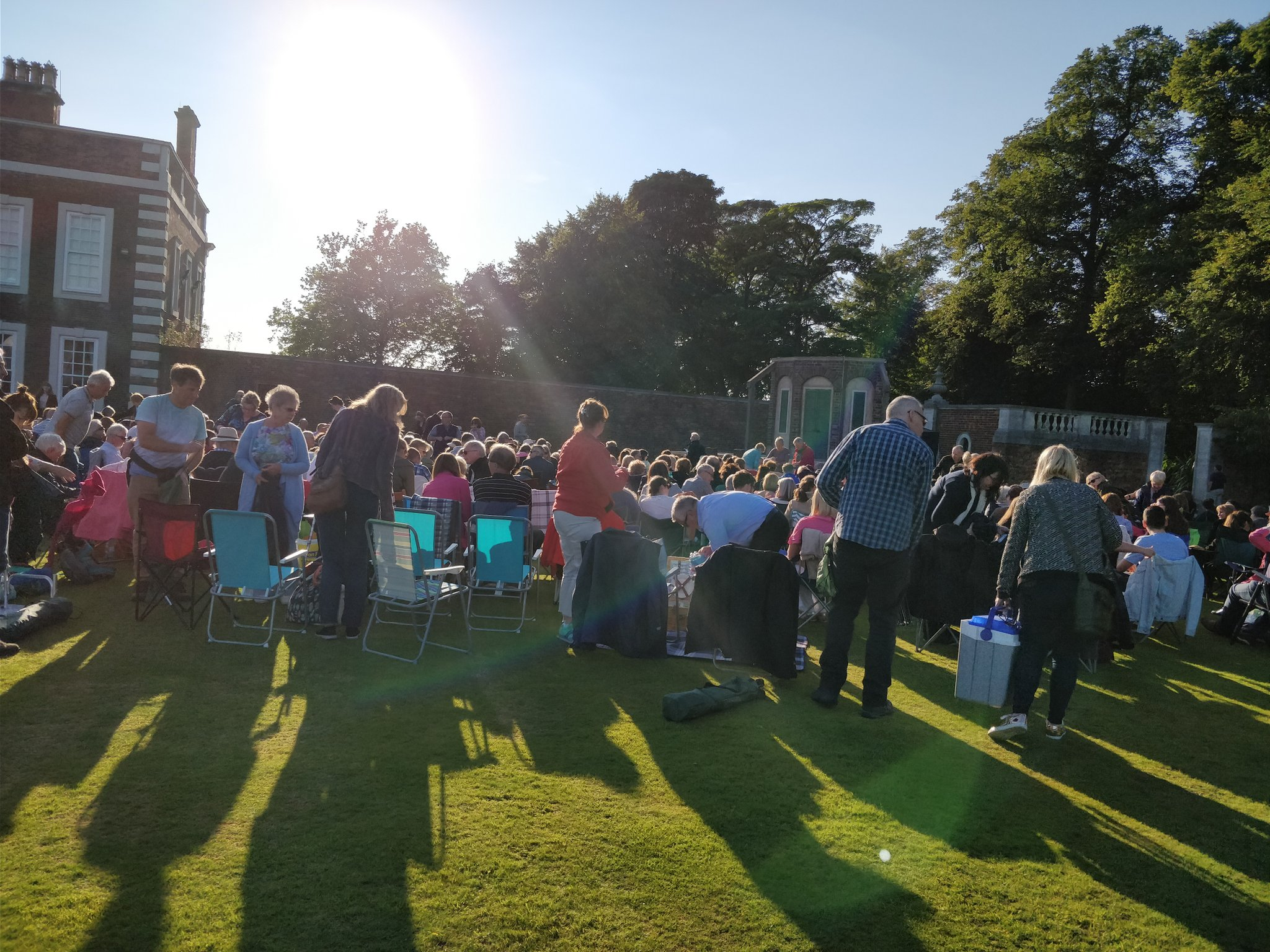 Who's setting up their picnic at Knowsley Hall this beautiful evening? #AComedyofErrors #Shakespeare https://t.co/w76msGn2RE