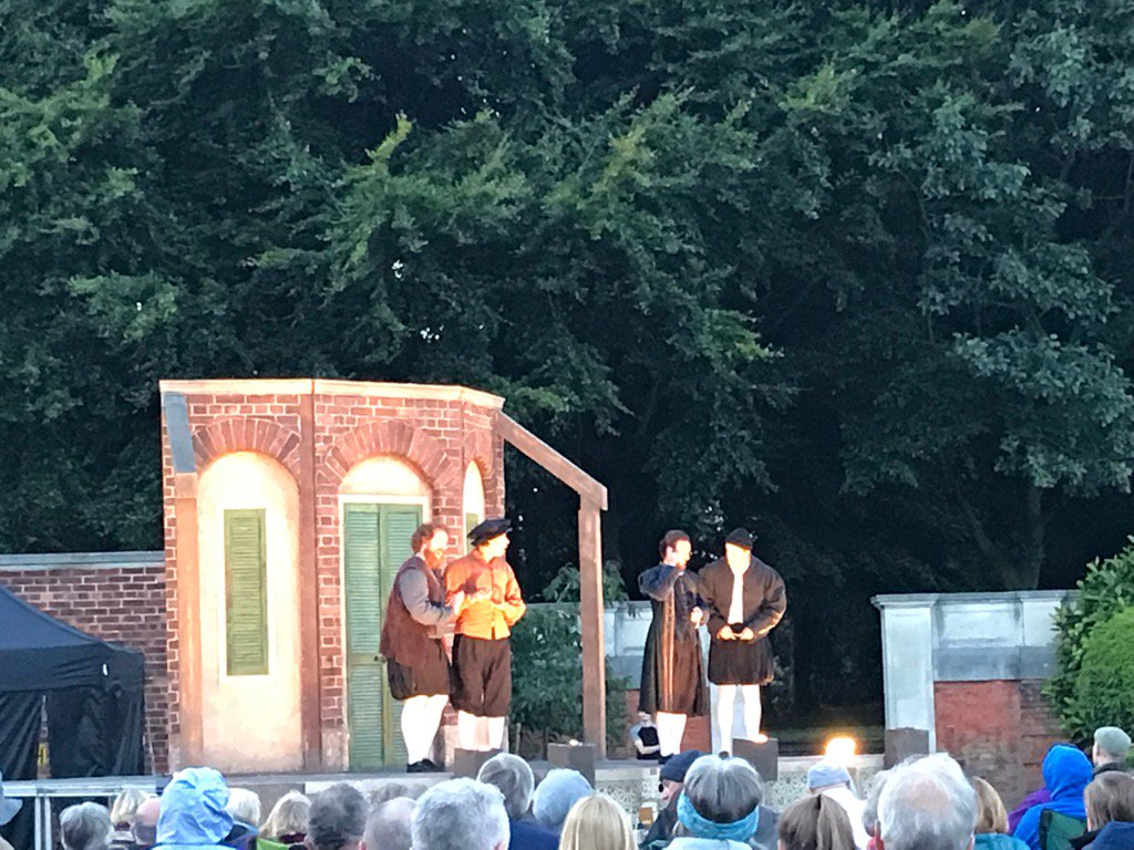 Shakespeare at Knowsley Hall #comedyoferrors https://t.co/kbUJbYblw6