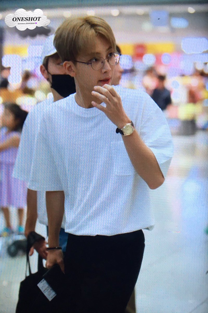 Replying to @jeonghanstreet: i believe in yoon jeonghan in white shirt supremacy