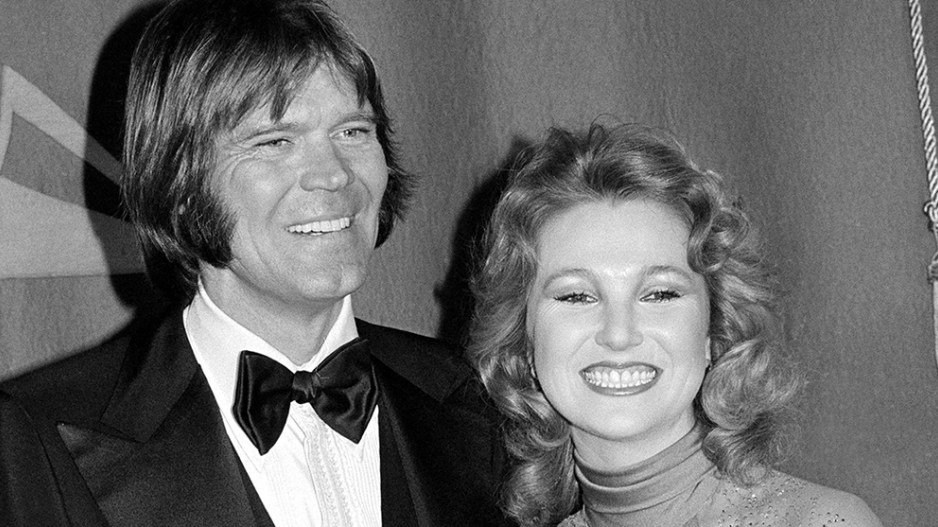 .@Tanya_Tucker releases 'Forever Loving You' in honor of her late ex-husband Glen Campbell https://t.co/W9aaEFqaIO https://t.co/QDVOD3UKV7