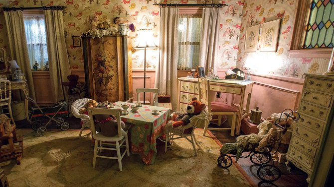 Why designers built a full-scale house for #AnnabelleCreation https://t.co/ltrfTL8OH7 https://t.co/cVXqD8WPvl