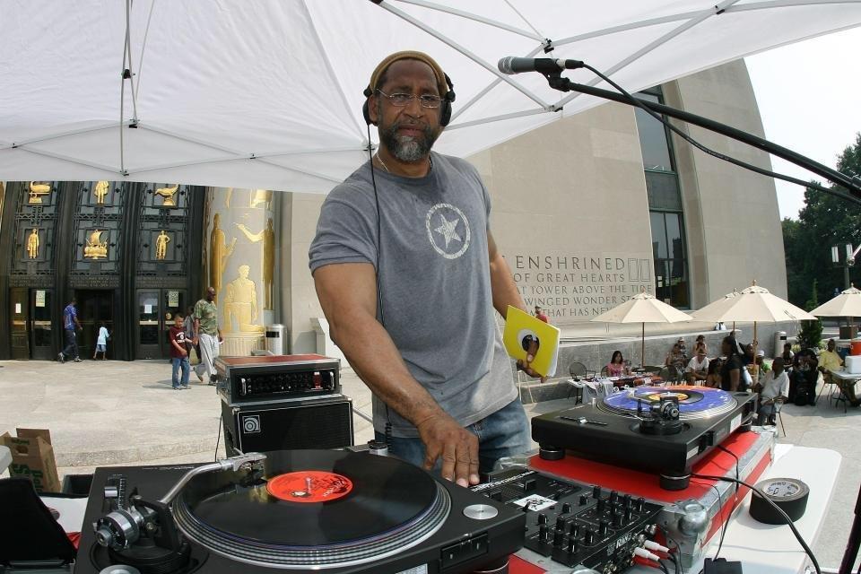 PTTG. Can&#39;t c d branches, if ya aint got d ROOTS! @TalonOfGodBook #talonofgod, #dj #bboys #legend #rap #Bronx<br>http://pic.twitter.com/OFxkx1MLCL