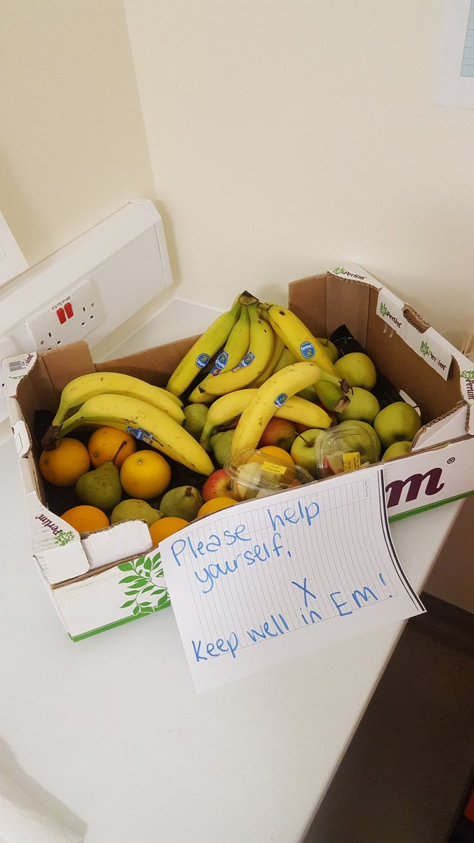 Complimentary fruit for all our #ED staff - thanks to the catering department for #wellbeing week #WBEM @ed_esht @EMTAcommittee<br>http://pic.twitter.com/7JH9nvSGAv
