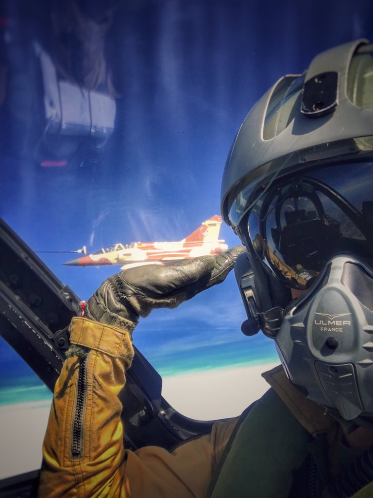 Last airborne refueling... Love my job, what&#39;s yours? #flight #fighterjet #military #militaryaircraft #airshow #pilot #meeting ©CouteauDelta <br>http://pic.twitter.com/88bd9PJaXC