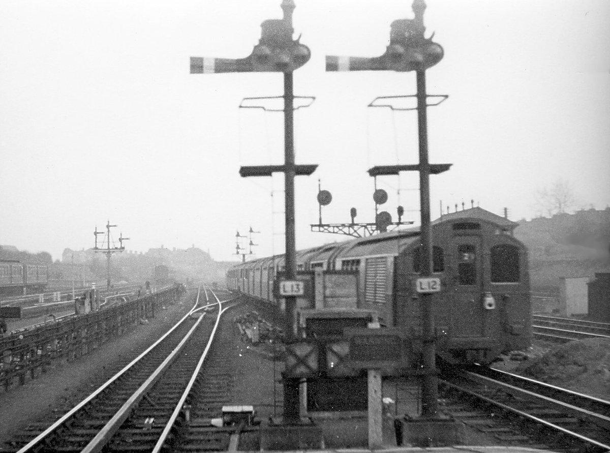 DG7gNhPWAAAvRDJ - Ealing & Shepherd's Bush Railway