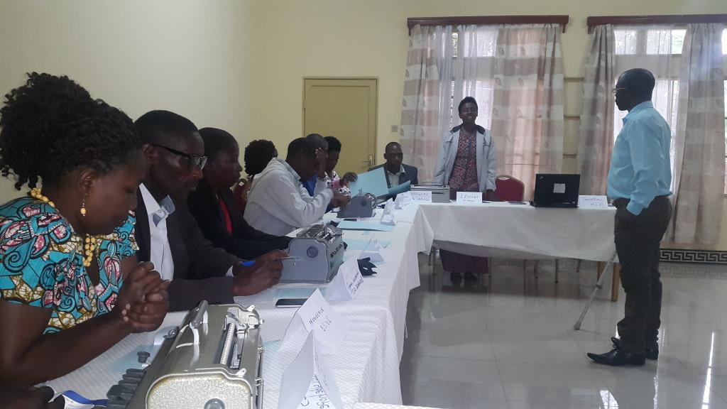 @UNDP_Rwanda #UNDP Rda supports training of teachers in use of Braille for visually impaired #children in Musanze<br>http://pic.twitter.com/UZCTDWGH2P