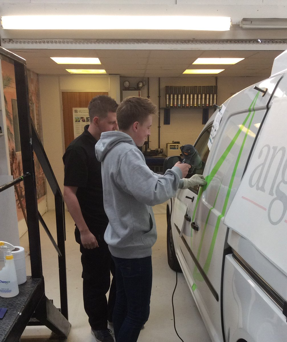Any school leavers looking for an #Apprenticeship? We have a sign making NVQ to start asap. #practical #Worcestershirehour #Worcester #signs<br>http://pic.twitter.com/w3ThNmUP2B