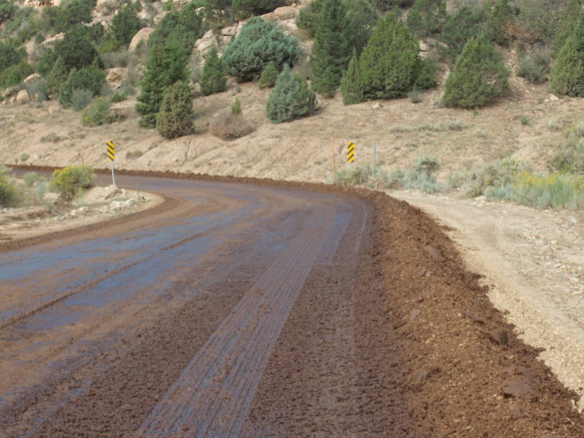 #RoadLoc is made from lignin sulfonate – a naturally occurring #organic #polymer.  http:// bit.ly/2vpB2AZ  &nbsp;   #dustcontrol<br>http://pic.twitter.com/xao0sT499j