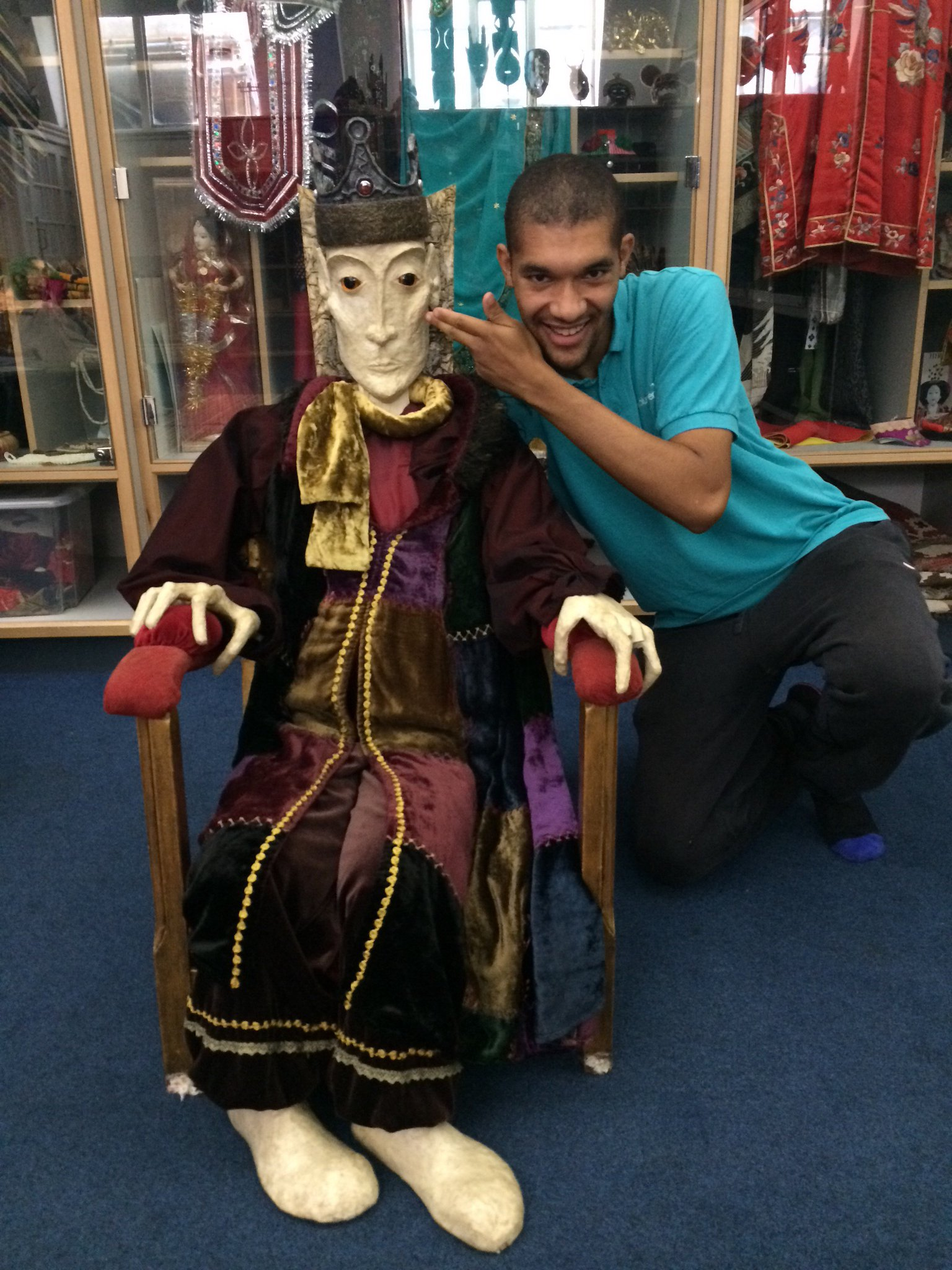 The night king has been spotted at the museum! It's a wooden throne though so we're not too worried about it #TakeOverDay https://t.co/shKUmhI3ZG