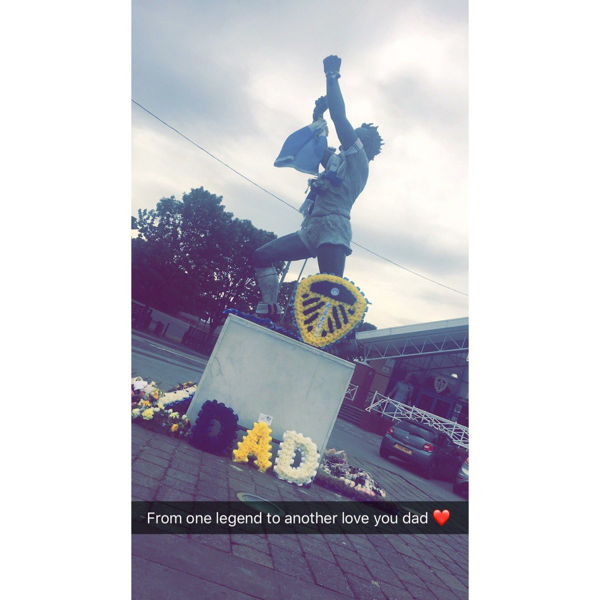 From one legend to another. My heros flowers are with his hero  #mot #leeds #billybremner #lufc #dad #badge<br>http://pic.twitter.com/mfyrxO7Lvw