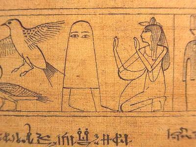 これが実際の貴重なメジェド様のお姿。日本では白い布を被った姿でおられるイメージだが実際には銅鐸型の何…