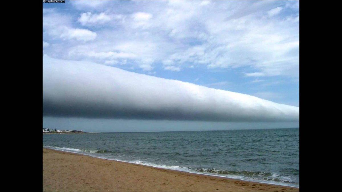 昨天有推优问起澳大利亚的管状云,morning glory, 非常壮观。前天在沙漠里也见到管状云,可惜在高速上没有拍到好看的照片。照片是谷歌来的。 https://t.co/JqU0ckxQrU