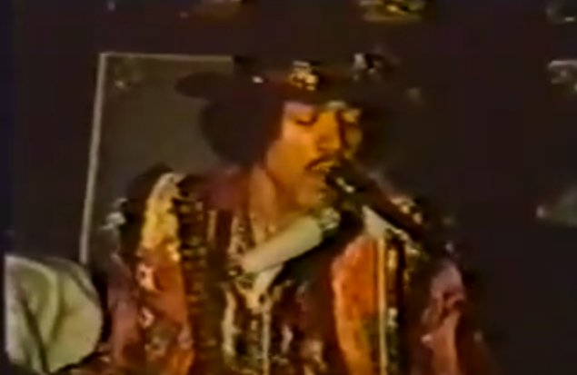 """Jimi Hendrix Plays """"Sgt. Pepper's Lonely Hearts Club Band"""" for The Beatles, Just 3 Days After Its Release (1967) https://t.co/eyNNa2iKKl"""