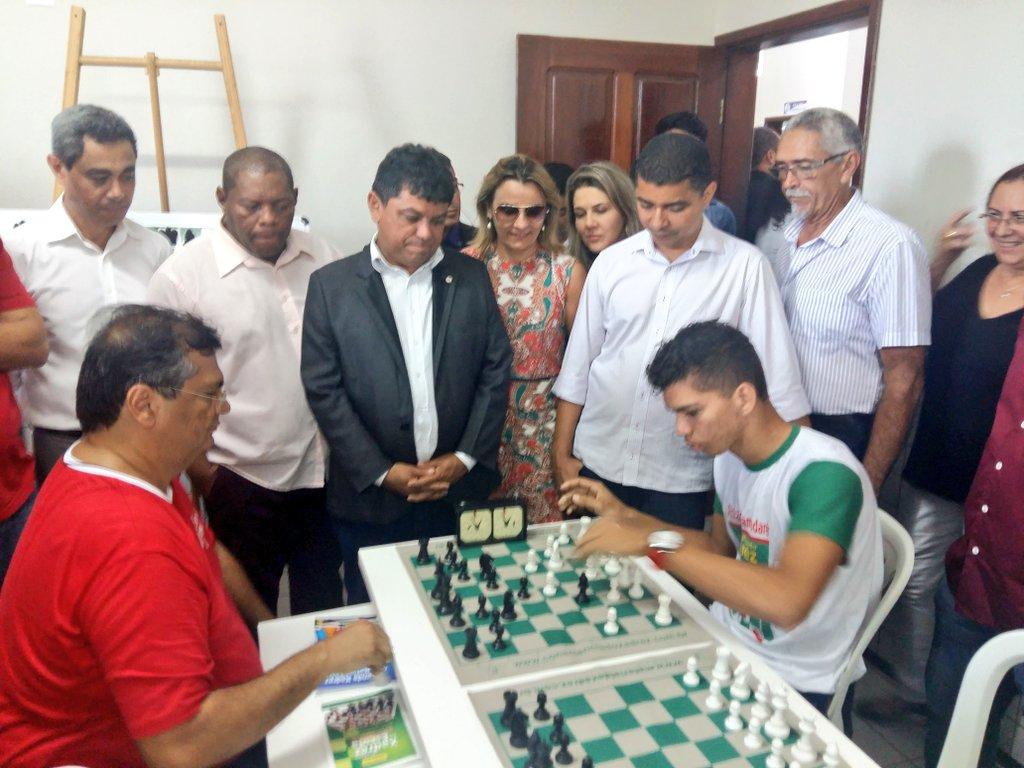 Governador @FlavioDino aproveita para participar de uma partida de Xadrez.
