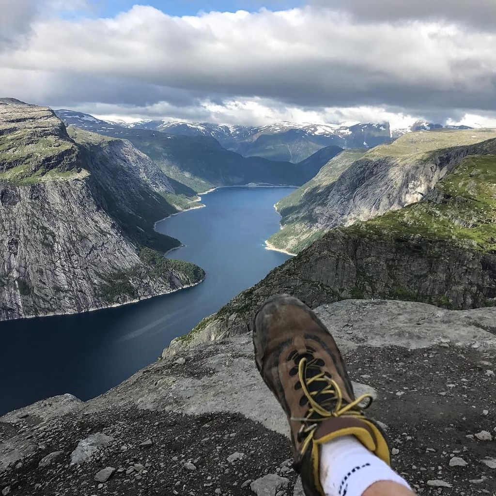 test Twitter Media - Ein Fuß, ein Berg, ein See. #dreamchasersnorway #norway #visitnorway #trolltunga #trailrun https://t.co/5VtMWSGt5S