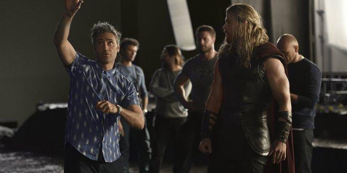 Thor: Ragnarok Director Wishes Chris Hemsworth a Happy Birthday -