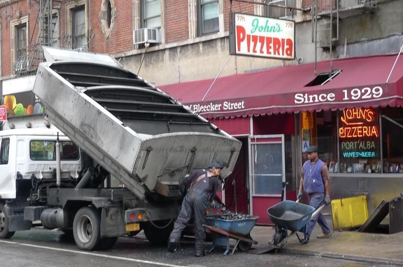 Loading coal into John's Pizzeria on Bleecker Street -- some things never change. https://t.co/97EeClzTCU