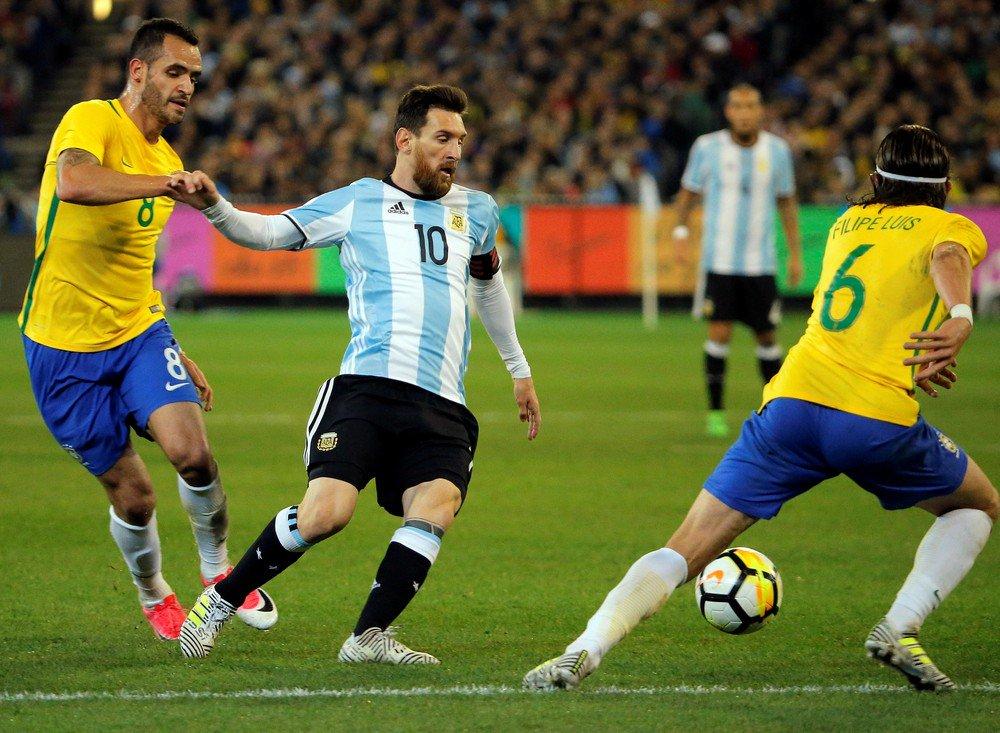 Sampaoli convoca Argentina com Messi e Dybala, e deixa Higuaín fora: https://t.co/EggV63uX5r #EliminatoriasNoSporTV
