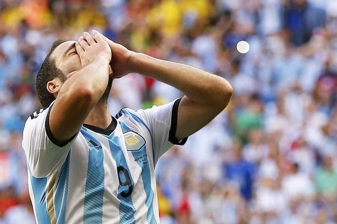 Sem @G_Higuain, Sampaoli convoca Argentina para as Eliminatórias https://t.co/3sxRrakqHN